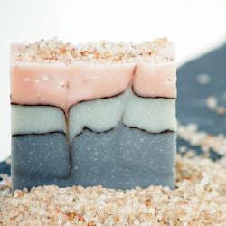 Mydlo s kryštálikmi soli